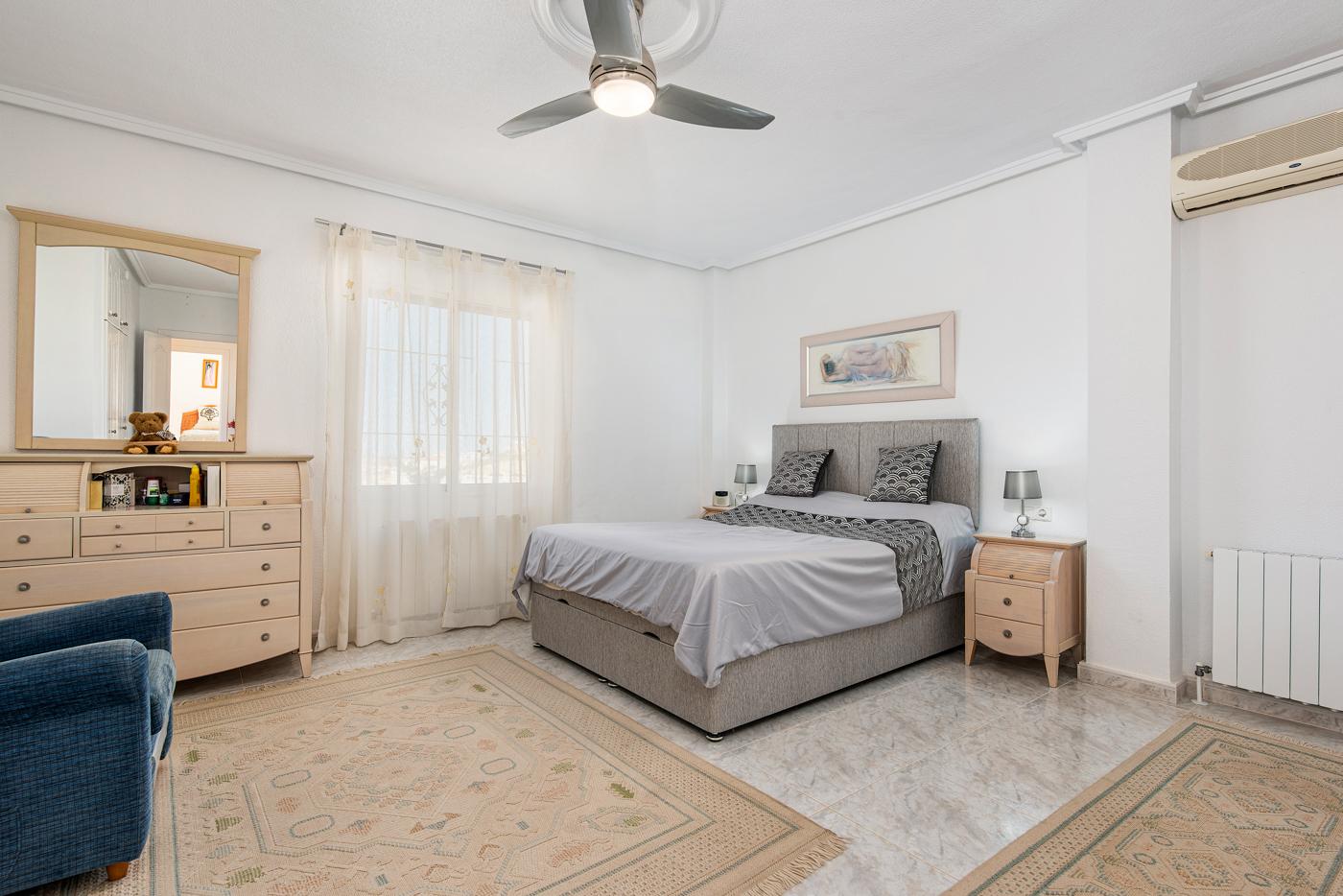 5 bed Villa in Ciudad Quesada - Rojales image 12
